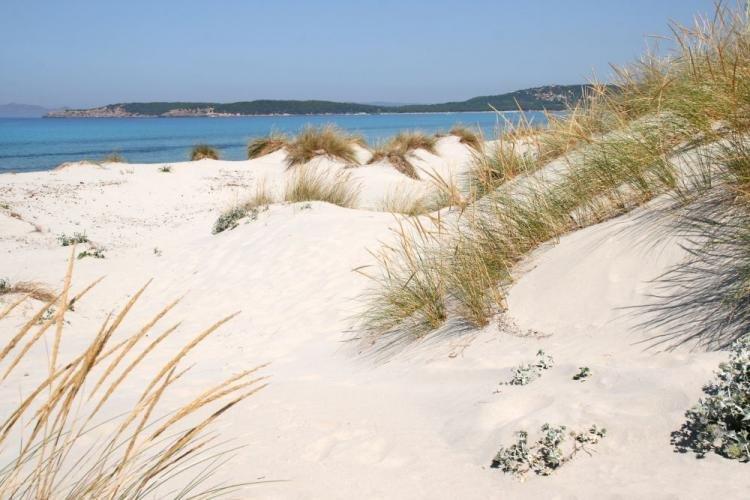 Cosa fare a Porto Pino in Sardegna: cosa vedere e spiagge più belle