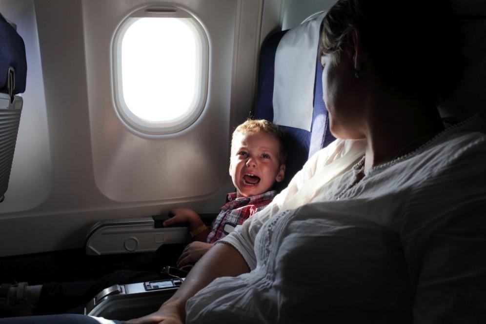 Mal d'orecchio in aereo: rimedi per neonati e bambini
