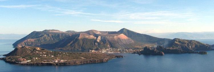 Isola di Vulcano nelle Eolie: cosa vedere, spiagge e come arrivare