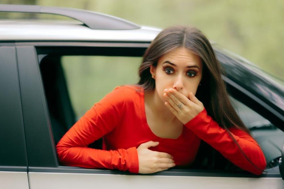 Mal d'auto in viaggio: sintomi, cause e rimedi