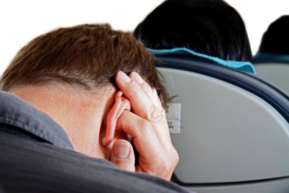 Mal d'orecchio in aereo: cosa fare e rimedi naturali