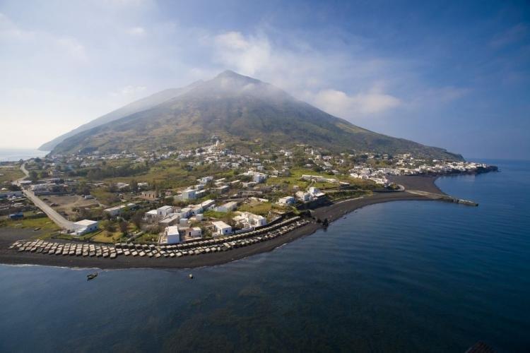 Stromboli nelle Isole Eolie: cosa fare, cosa vedere e spiagge
