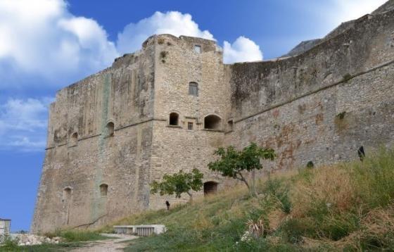 Cosa vedere a vieste in puglia informazioni per il for Soggiorno castello