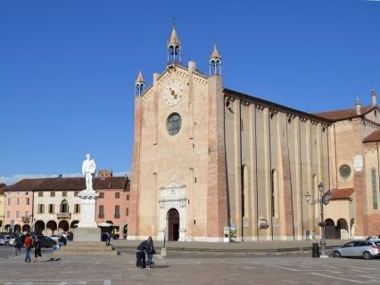 Visita al Duomo di Montagnana, in provincia di Padova