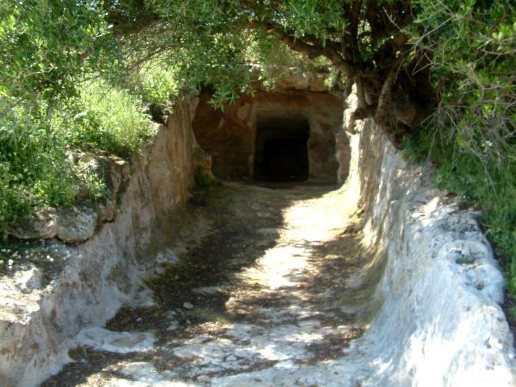 La necropoli di S'Elighe Entosu di Usini in provincia di Sassari