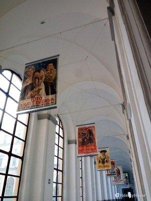 Locandine di film con Totò all'Accademia di Belle Arti di Napoli
