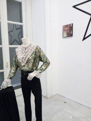 """Uno stravagante abito di David Bowie alla mostra """"Rock 7"""""""