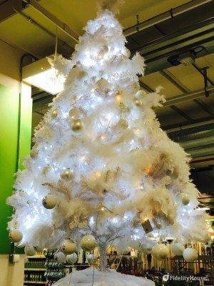Idee per decorare un albero di Natale bianco con decorazioni bianche
