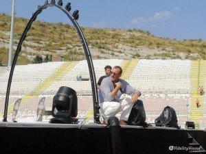 Biagio Antonacci parla con i fan dal palco