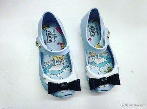 Scarpe da bambina ispirate al cartone Alice nel paese delle meraviglie