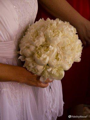 Bouquet per sposa con fiori bianchi