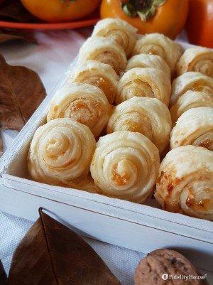 Ventagli di pasta sfoglia con marmellata di arance e nocciole