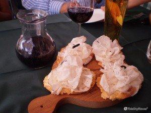 Crostini con lardo e glassa di aceto balsamico