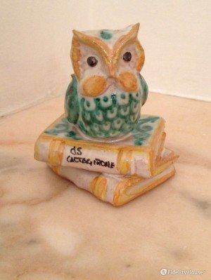 Un gufo in ceramica di Caltagirone