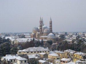 Neve sulla Basilica del Santo a Padova