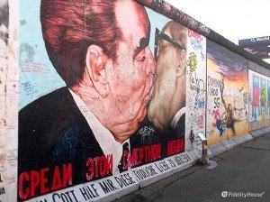 Muro di Berlino: il bacio