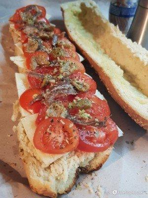 Il classico Pane Cunzato siciliano