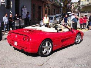 Ferrari rossa fiammante