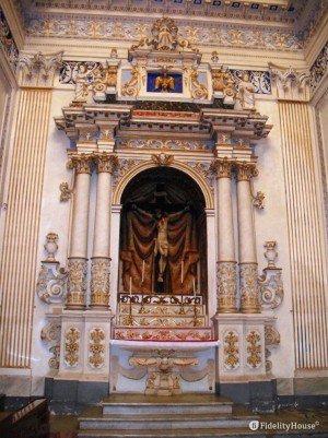 Il Cristo Crocifisso – Chiesa di San Giovanni Battista di Vittoria