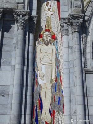 Mosaico che rappresenta il Battesimo di Gesù – Lourdes