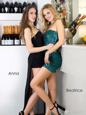 Anna e Beatrice per il mese di settembre del calendario Bellezze Venete 2016