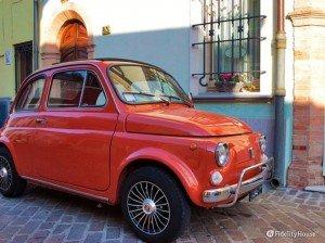Una Fiat 500 d'epoca a Borgo San Giuliano – Rimini