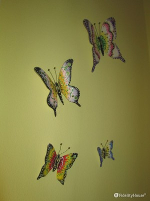 Farfalle colorate in gesso.