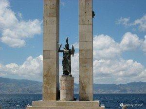 Il monumento della dea Atena a Reggio Calabria
