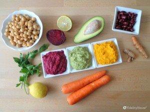 Hummus colorato con ceci e verdure