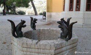 Pozzo con scoiattoli – Castello di Miramare (TS)