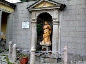 Una statua del Santuario di Concesa