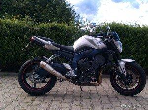 Yamaha FZ1 con scarico Leovinci GP Pro