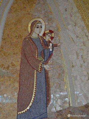 Madonna con il Bambino, mosaico di Marko Ivan Rupnik
