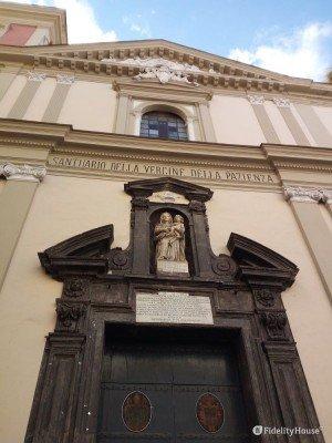 Ingresso del Santuario della Vergine della Pazienza a Napoli