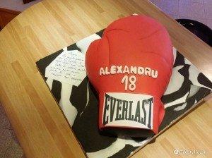 Cake design: torta guantone da boxe