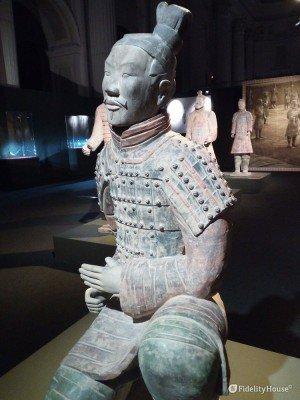 """""""L'arciere inginocchiato"""" nell'Esercito di Terracotta a Napoli"""