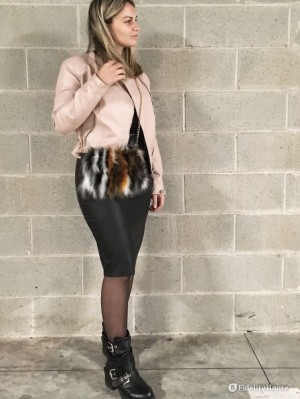 Leather look: in o out?