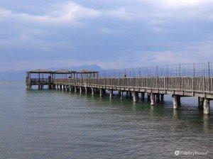Pontile in legno sul Lago di Garda