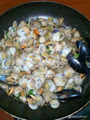 Zuppa di frutti di mare: Vongole veraci, Lupini e Cozze