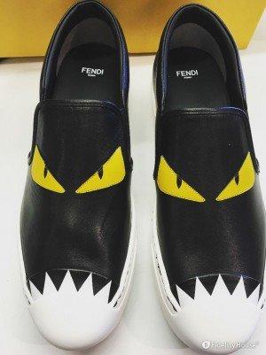 Sneakers firmate Fendi con un mostro dagli occhi gialli