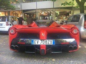 Ferrari LaFerrari vista da dietro