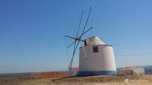 Mulino a vento nell'Alentejo, Portogallo