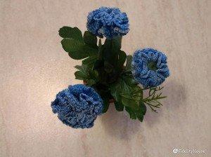 Amigurumi piantina a fiori blu