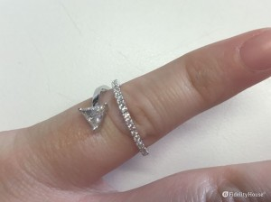 Bellissimo anello di fidanzamento in diamanti ed oro bianco