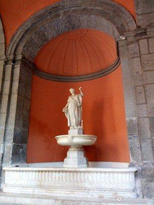 Fontana della Fortuna nel Palazzo Reale di Napoli
