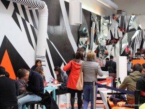 L'eccentrica caffetteria di Tobias Rehberger ai Giardini della Biennale