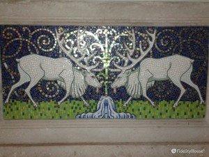 Mosaico: due cervi in un corso d'acqua