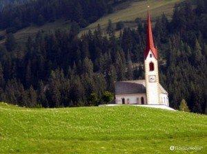 Piccola chiesa lungo la pista ciclabile San Candido-Lienz