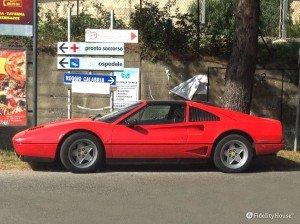 Una Ferrari Testarossa per le strade di Cetraro