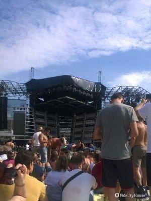 Pomeriggio di sole e attesa al concerto di Vasco Rossi